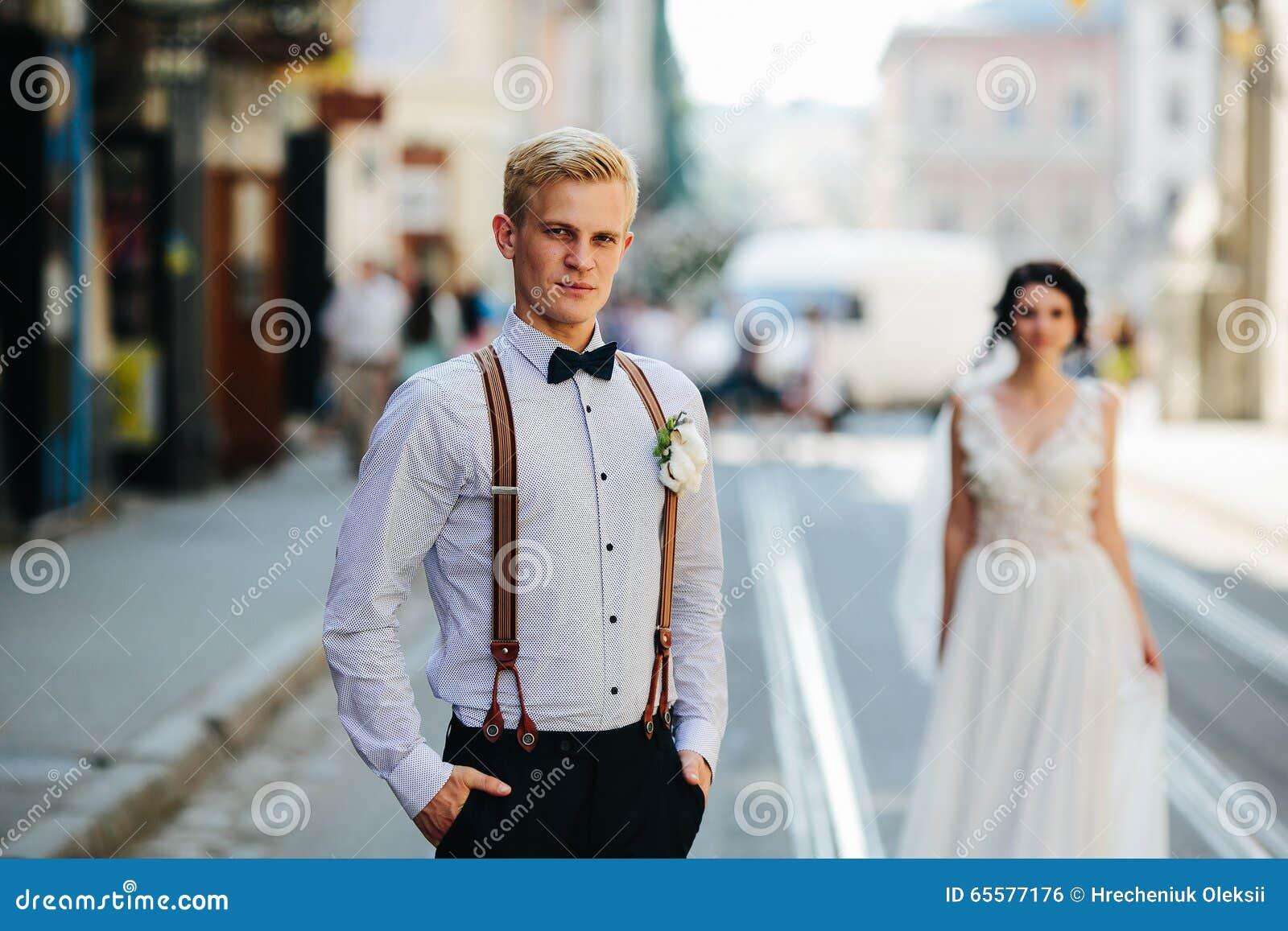 Noivos na rua