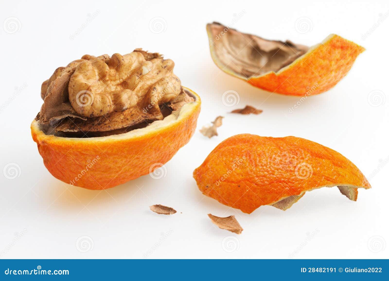 noix avec la peau d 39 orange image stock image 28482191. Black Bedroom Furniture Sets. Home Design Ideas