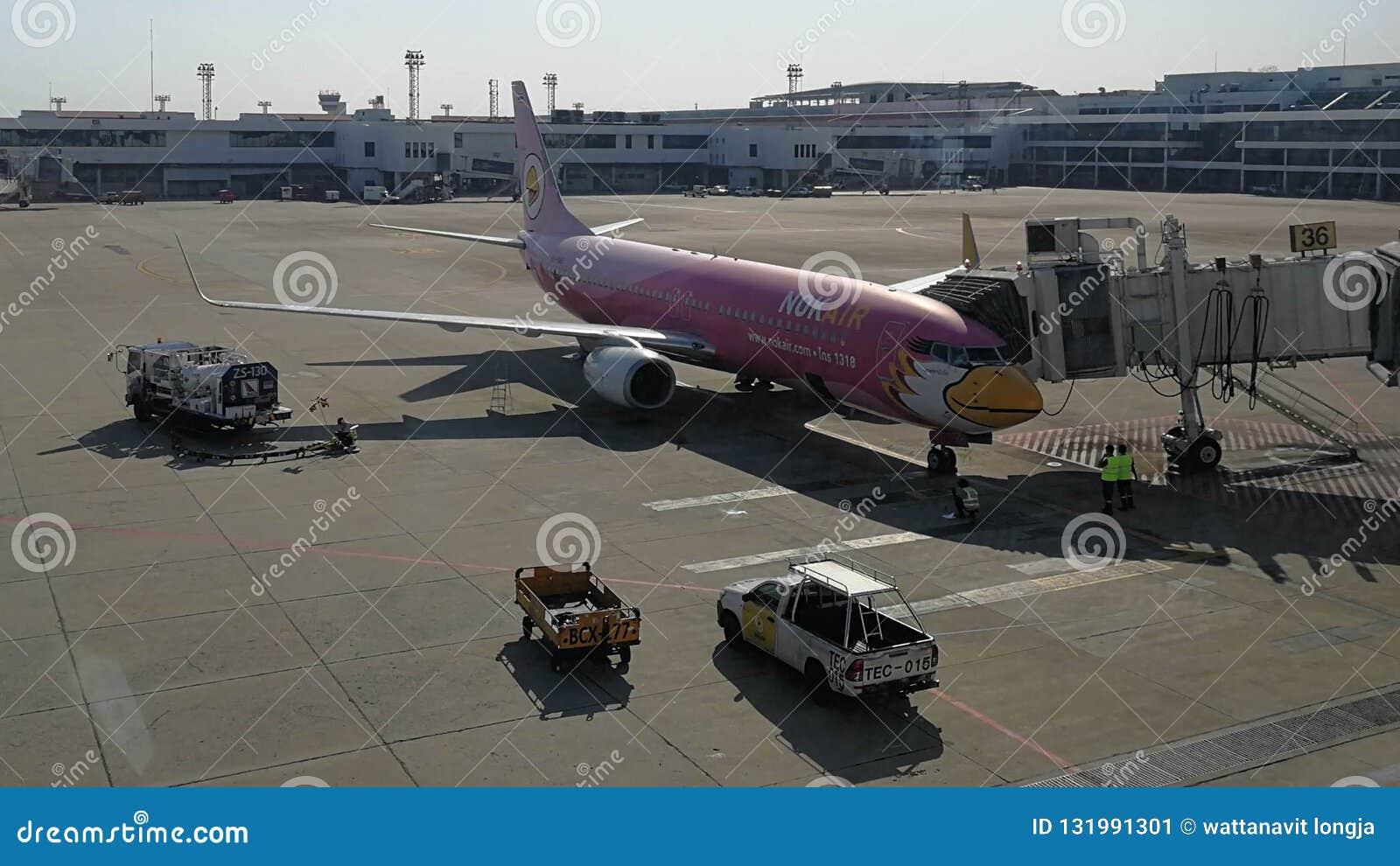 Nokair på porten i Don Maung Internationnal Airport, Thailand
