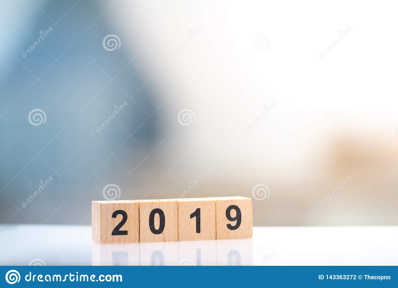 Nombre de bloc en bois de l année 2019 pour des affaires et la conception graphique