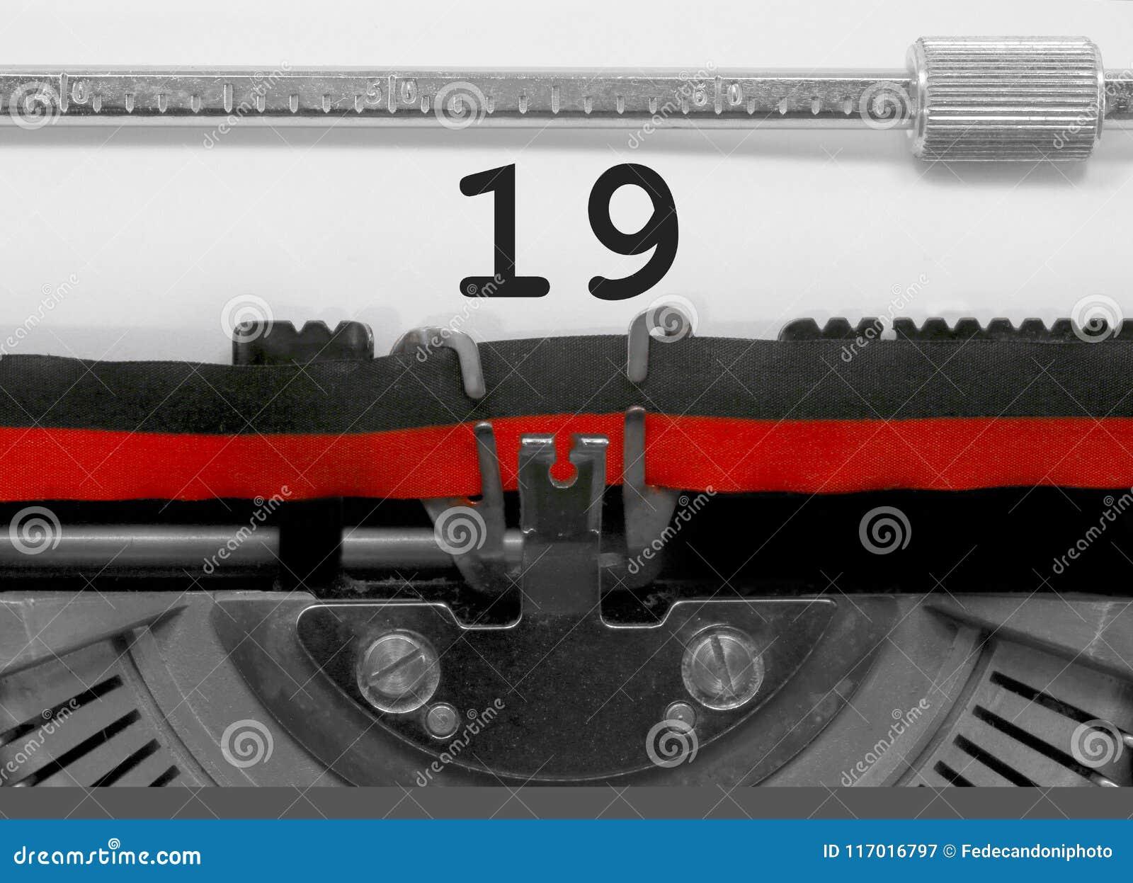 Nombre 19 par la vieille machine à écrire