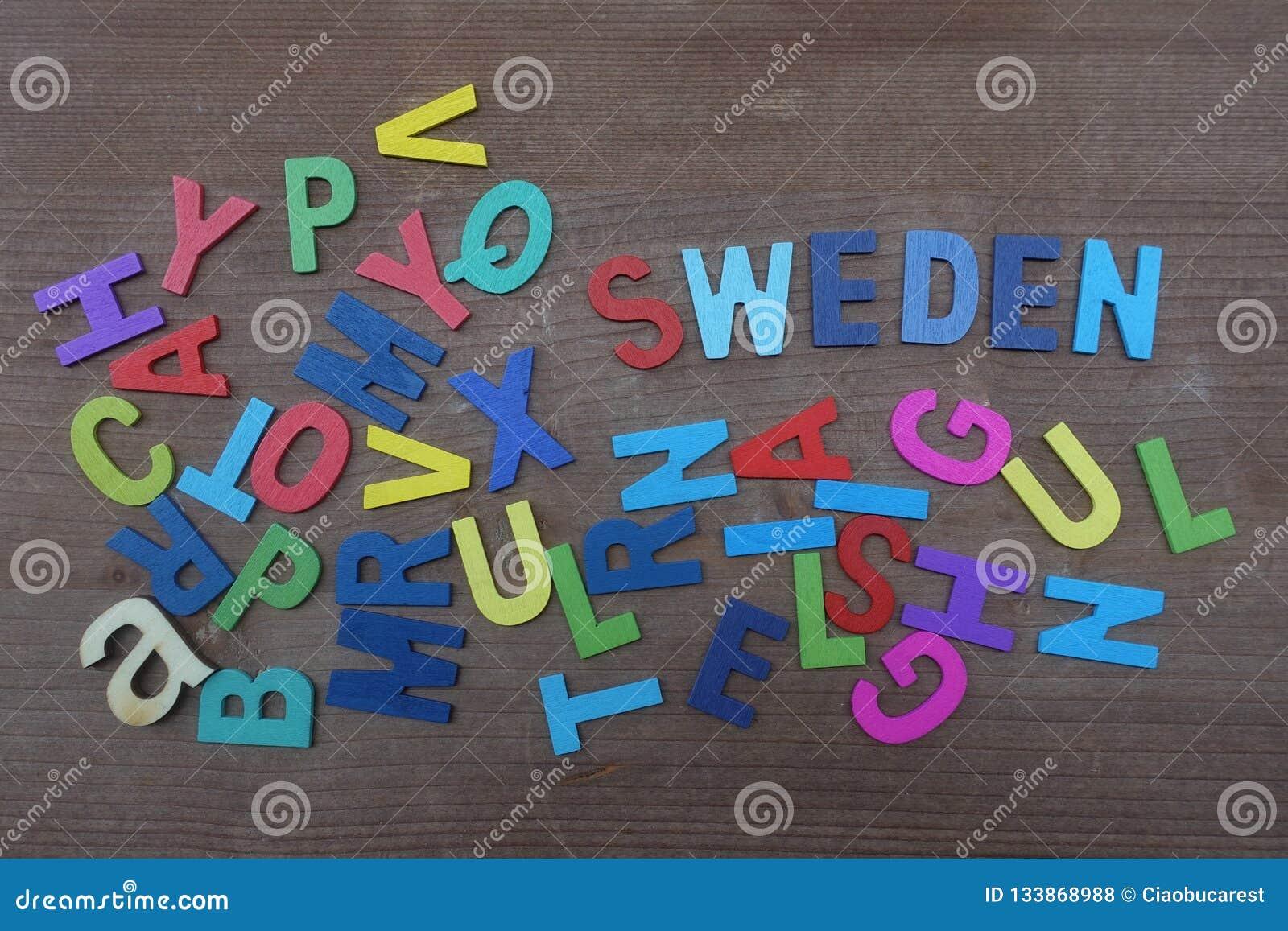 Lettere Di Legno Colorate : Nome della svezia paese con una composizione delle lettere di legno