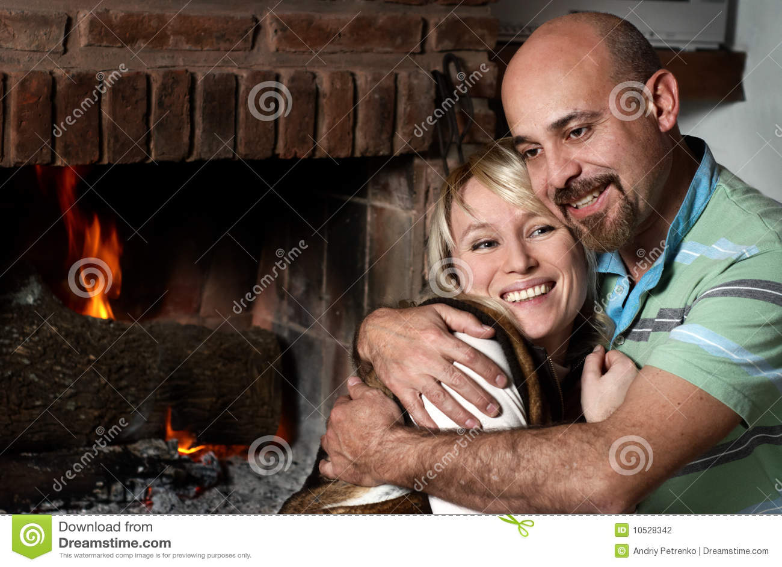 Фото пар возле камина 11 фотография
