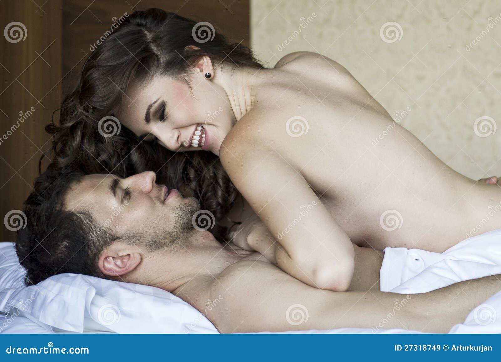 Традиционный секс в постели 10 фотография