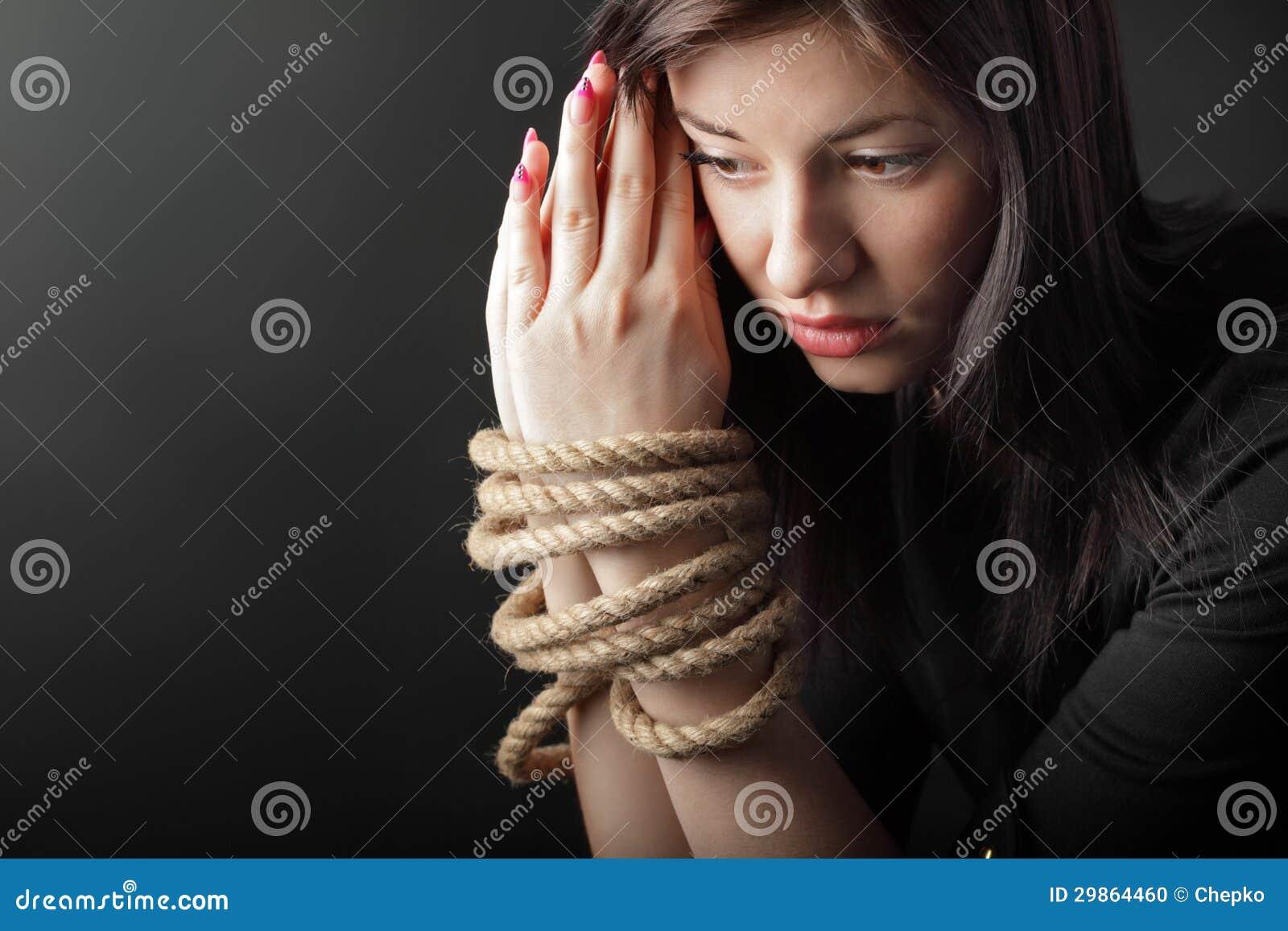 Связанная веревкой девушка 13 фотография