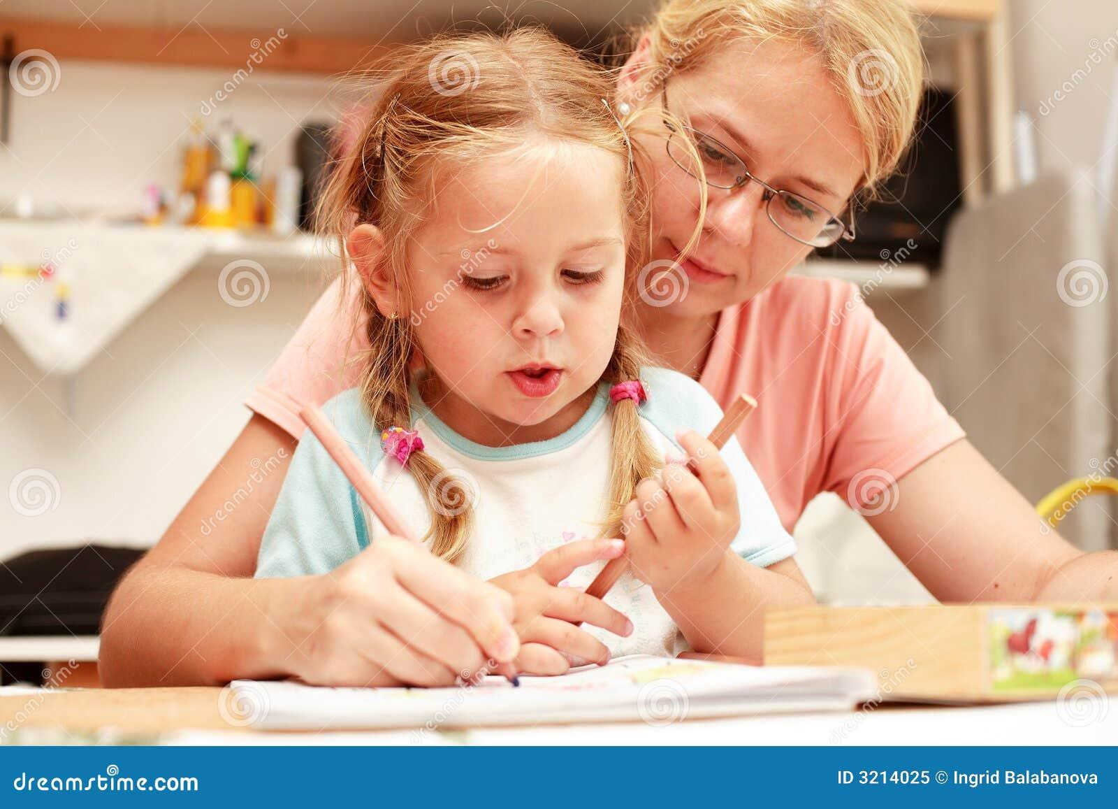 儿童一起母亲绘画. 儿童母亲绘画 免版税库存照片 32