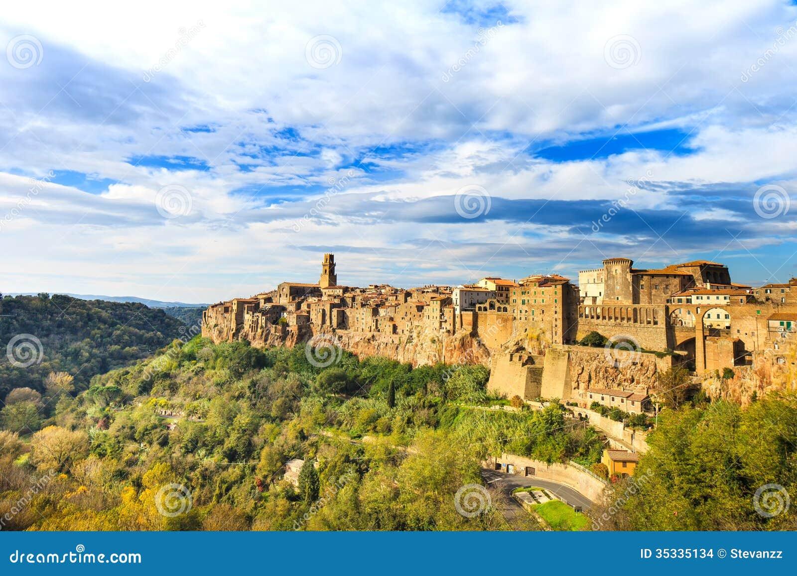 托斯卡纳,皮蒂利亚诺中世纪大厅全景村庄.意大利酷熊页游风景九龙朝图片