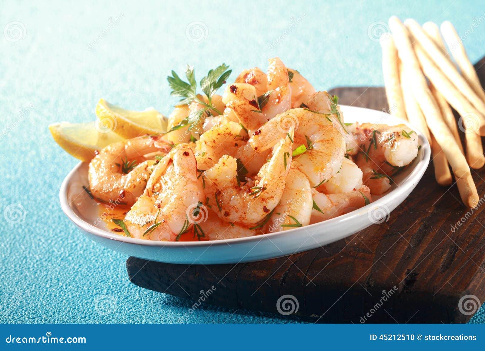 烤桃红色大虾或虾开胃菜图片
