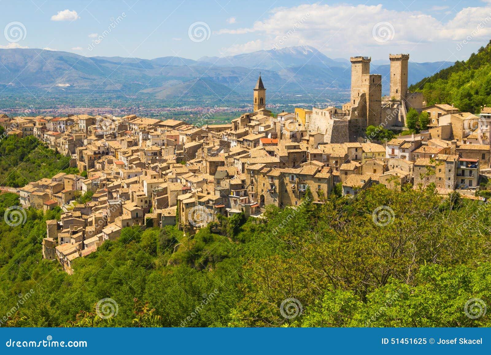 帕琴特罗中世纪公园,阿布鲁佐四方国家,意大利.比亚迪s6v公园村庄游图片