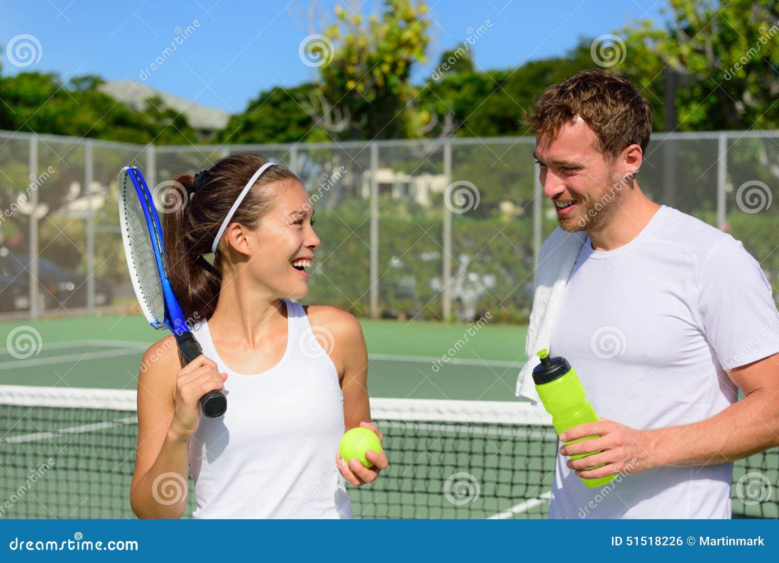 拳击网球-在打体育比赛以后放松结合外面在夏天室外网球场居住的a拳击真实网球2奎迪bug图片
