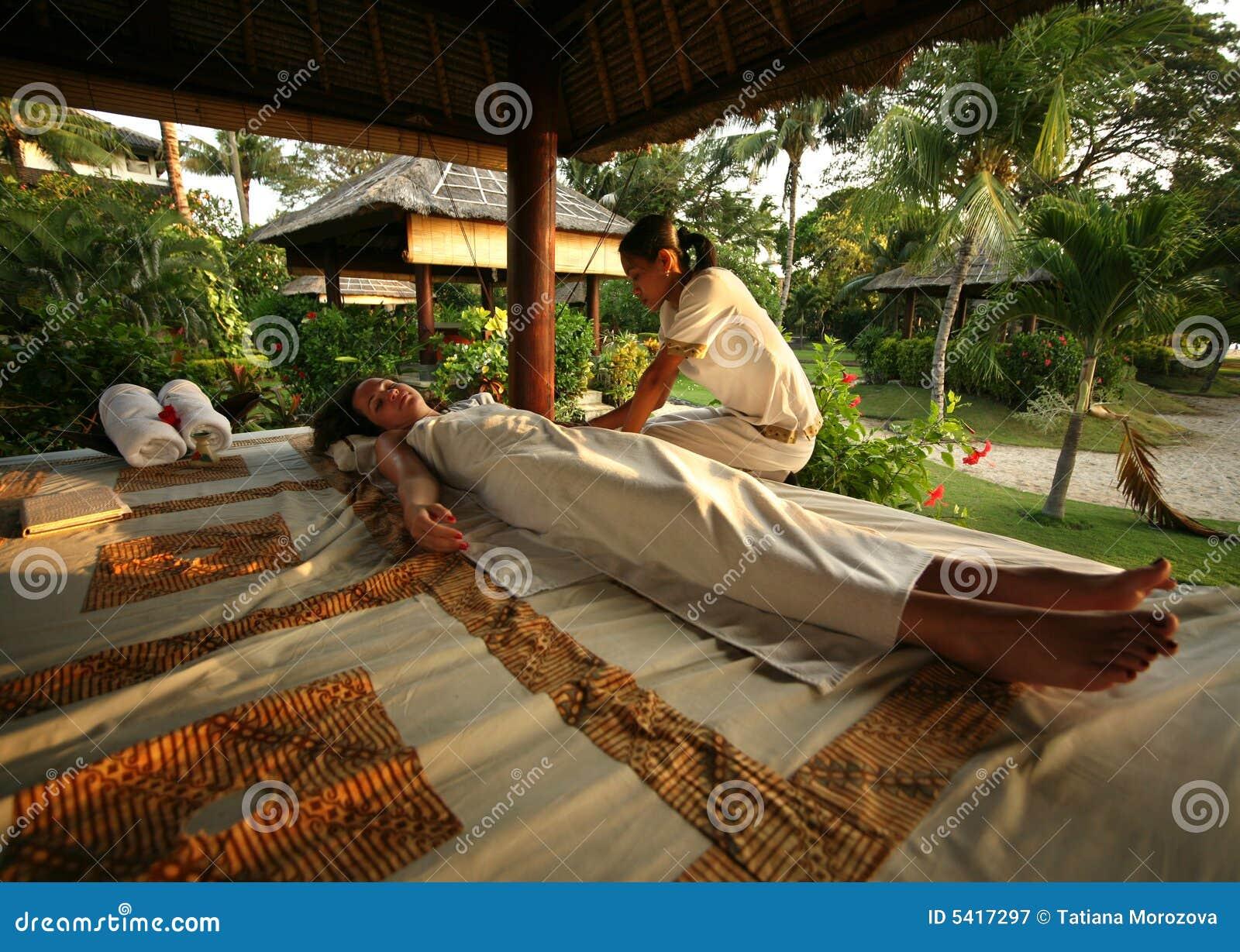 巴厘岛按摩沙龙白人妇女.