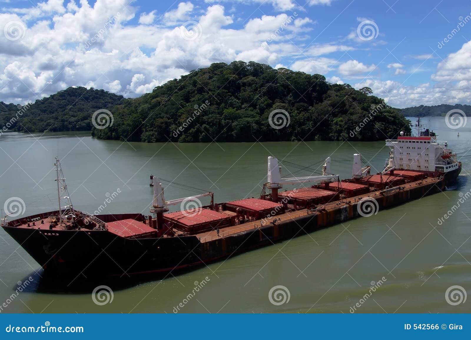 Download 船 库存照片. 图片 包括有 船货, 定位, 小船, 驾驶, 运输者, 海军, 货物, 运输 - 542566