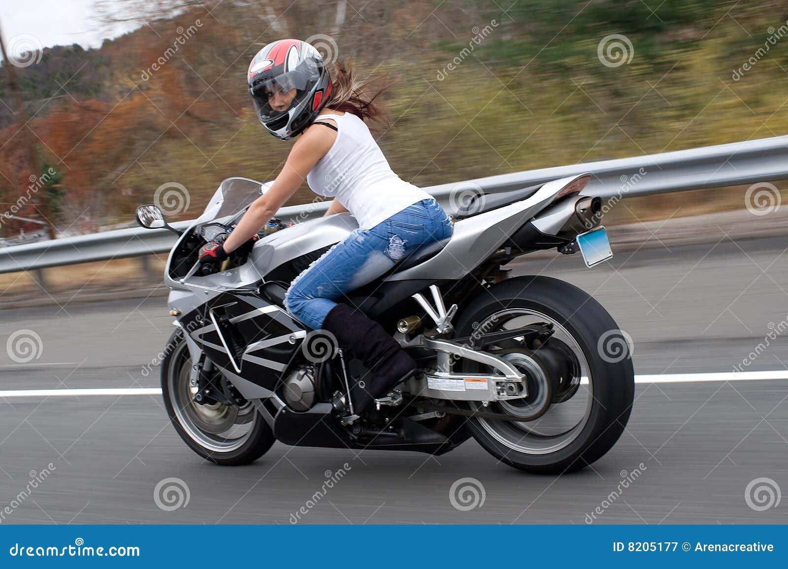 骑自行车的人金发碧眼的女人女孩