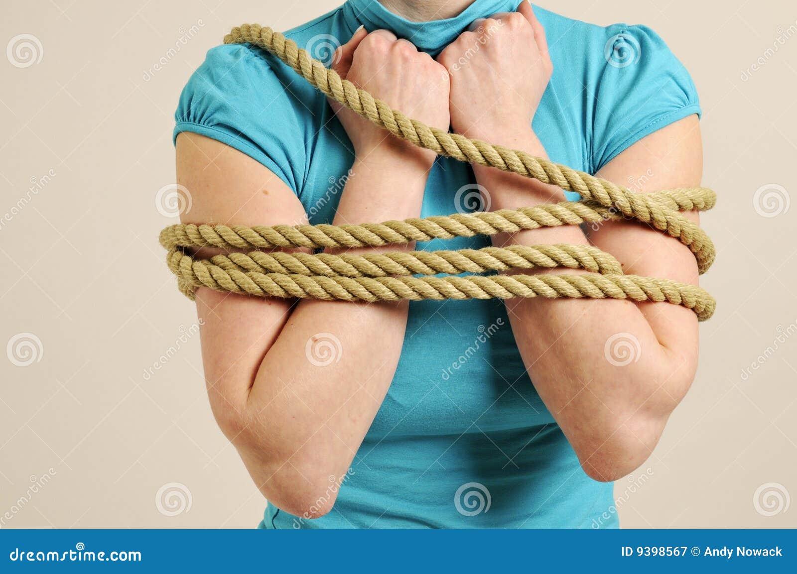 Связанная веревкой девушка 21 фотография