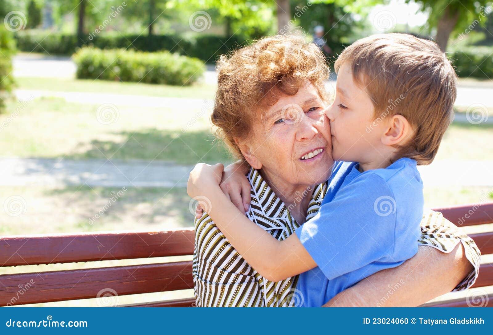 Старые бабульки и внучки 19 фотография