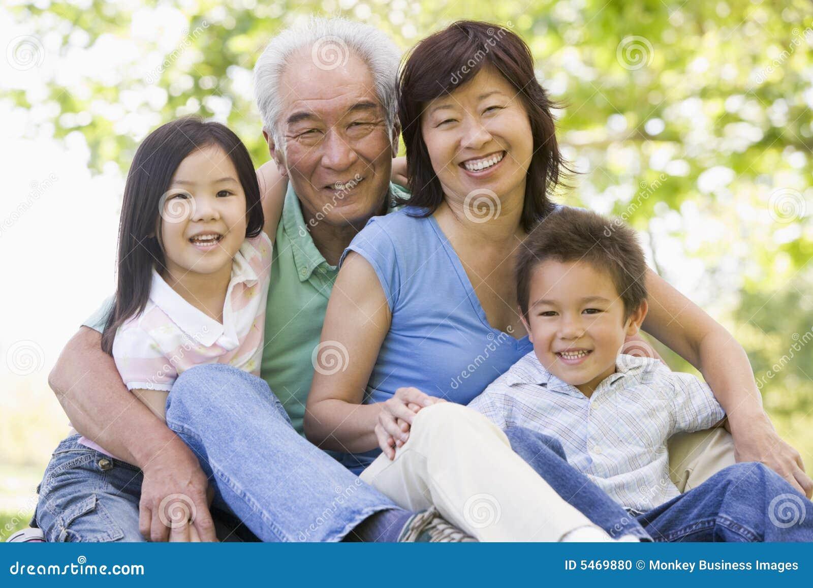 Nonni che scopano i nipoti - Scopano in bagno ...