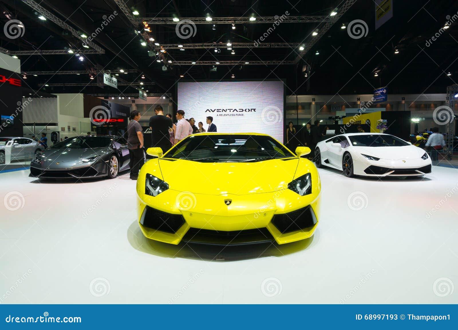 NONTHABURI - 23 DE MARZO: Lamborghini Aventador en la exhibición en los 3