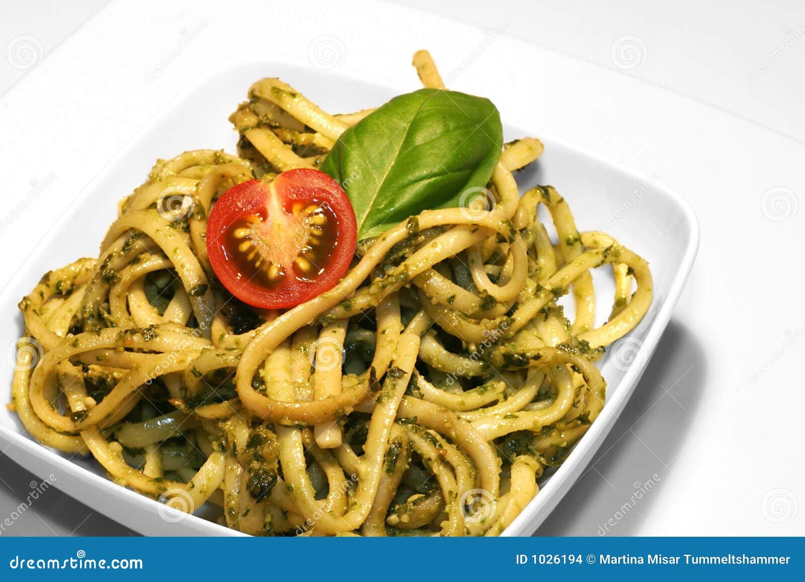 Noodles pesto