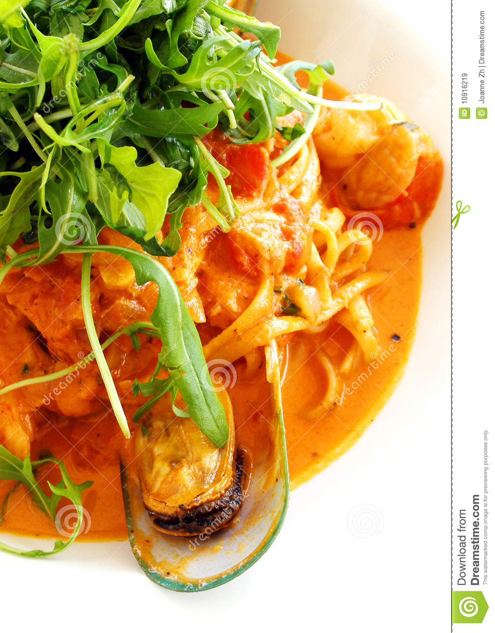 Noodles with shellfish dish