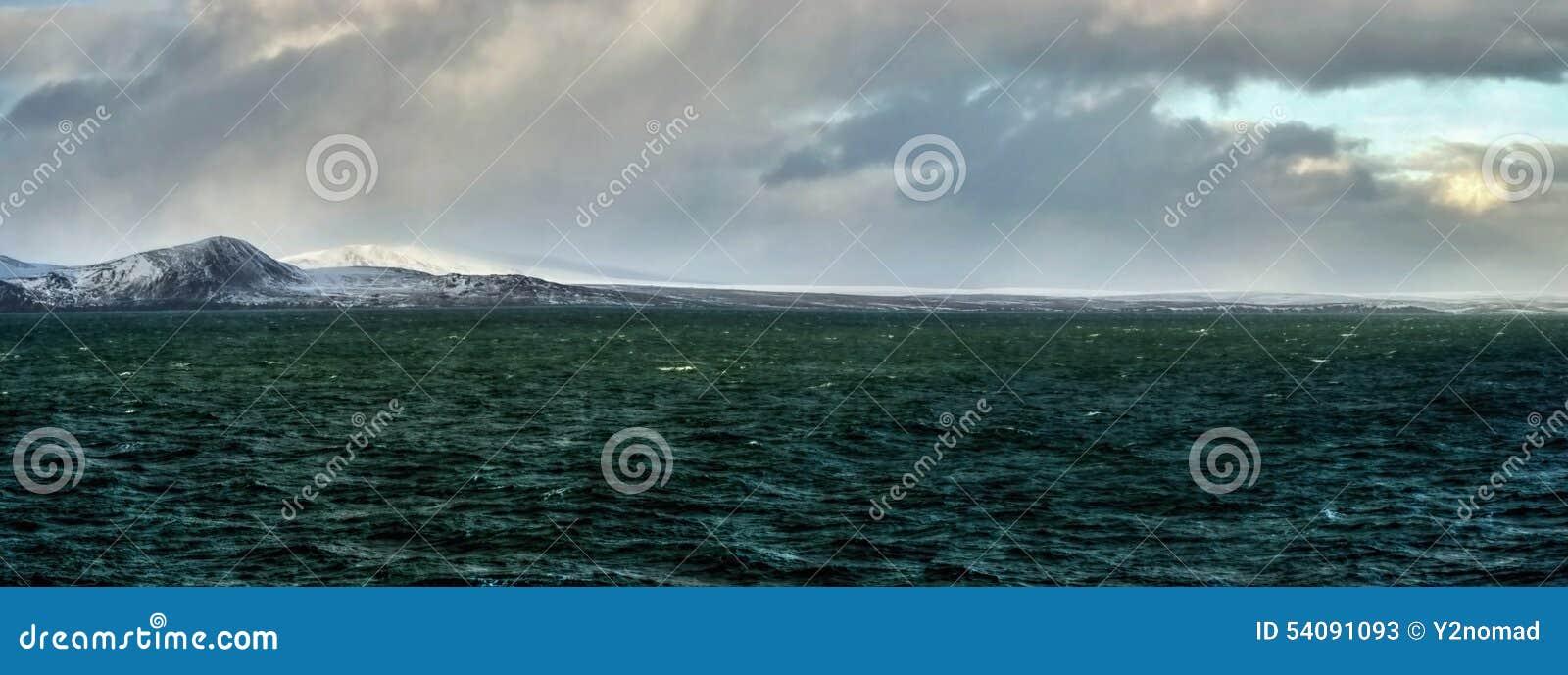 Noordpoolkustbering overzees panorama