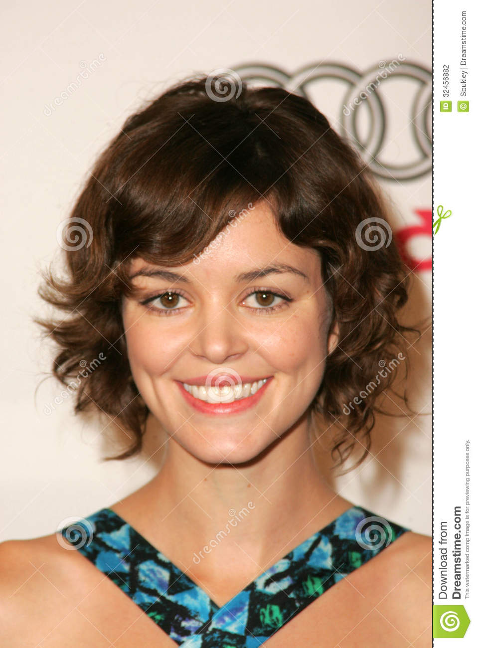 nora zehetner height