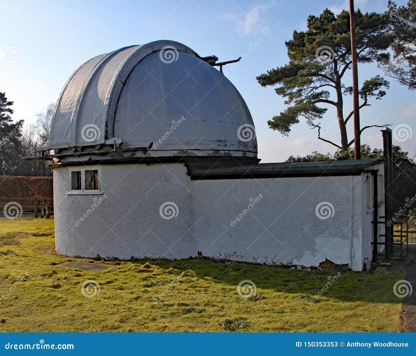 Norman Lockyer Observatory nahe Sidmouth in Devon Lockyer war ein Amateurastronom und ist das Teil, das die Entdeckung gutgeschri