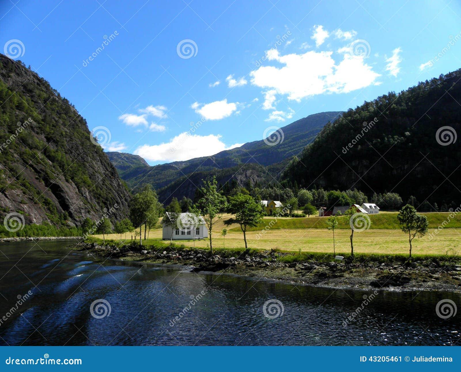 Download Norsk fjord fotografering för bildbyråer. Bild av norrman - 43205461