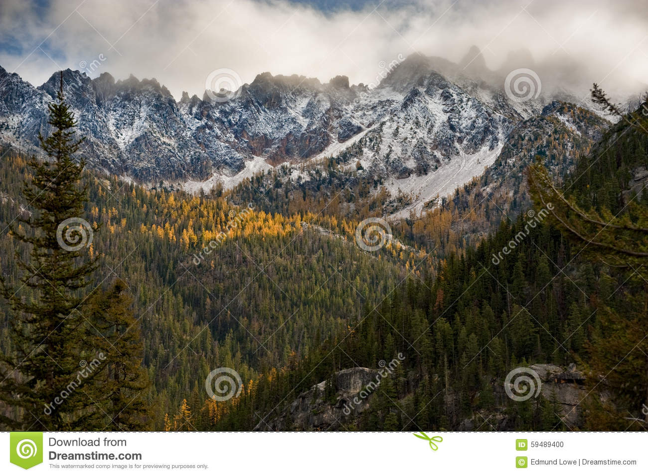 Snow signal the arrival of autumn along the beautiful north cascades