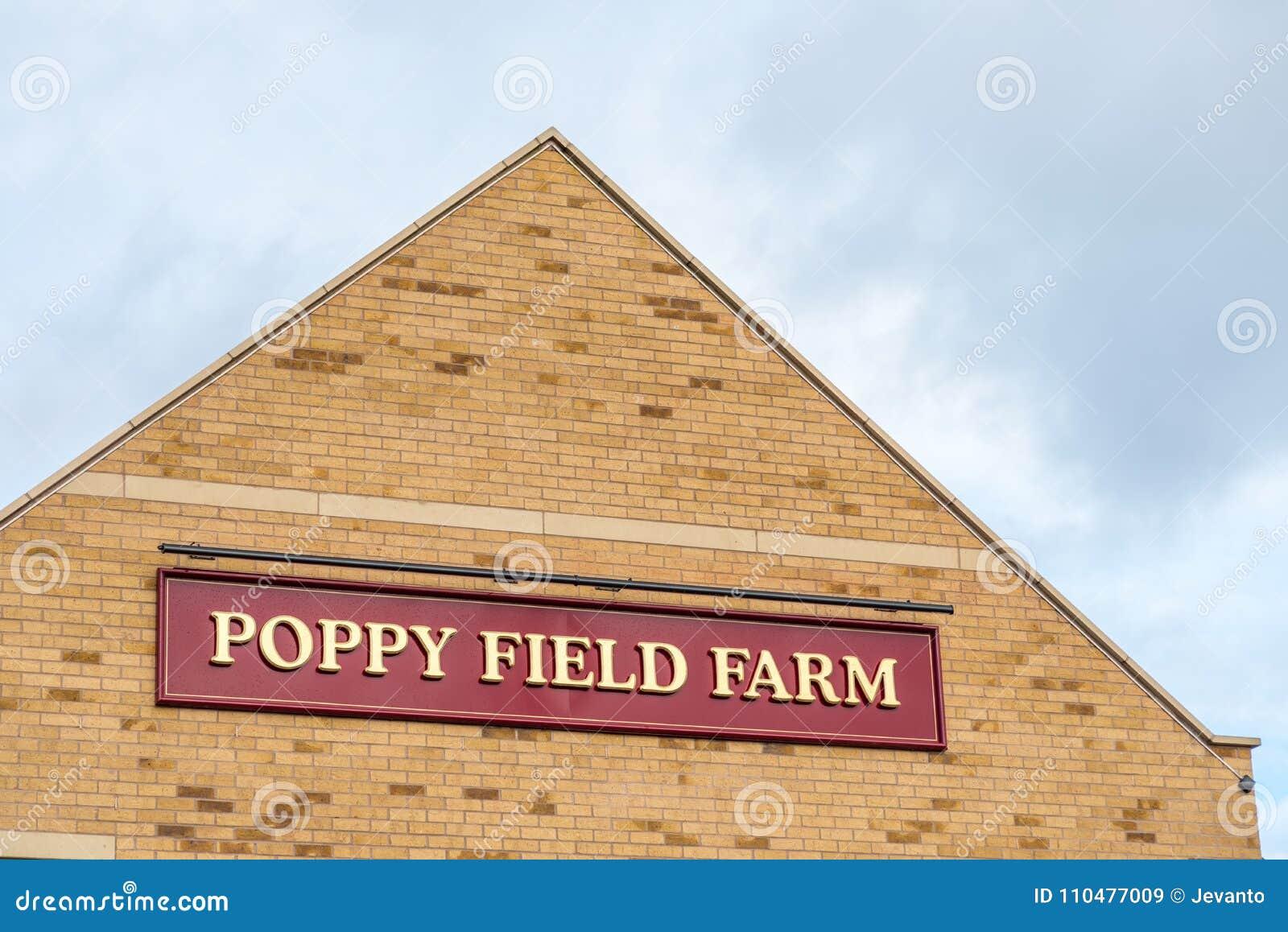 Northampton 15 de janeiro de 2018 BRITÂNICO: Cargo de sinal do logotipo de Poppy Field Farmhouse Inn em Duston