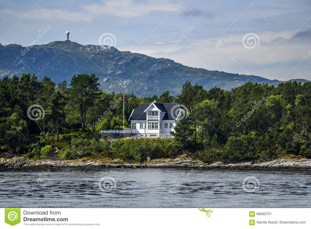 Swell Norway Coast With Charming Cottages In The Background Interior Design Ideas Clesiryabchikinfo
