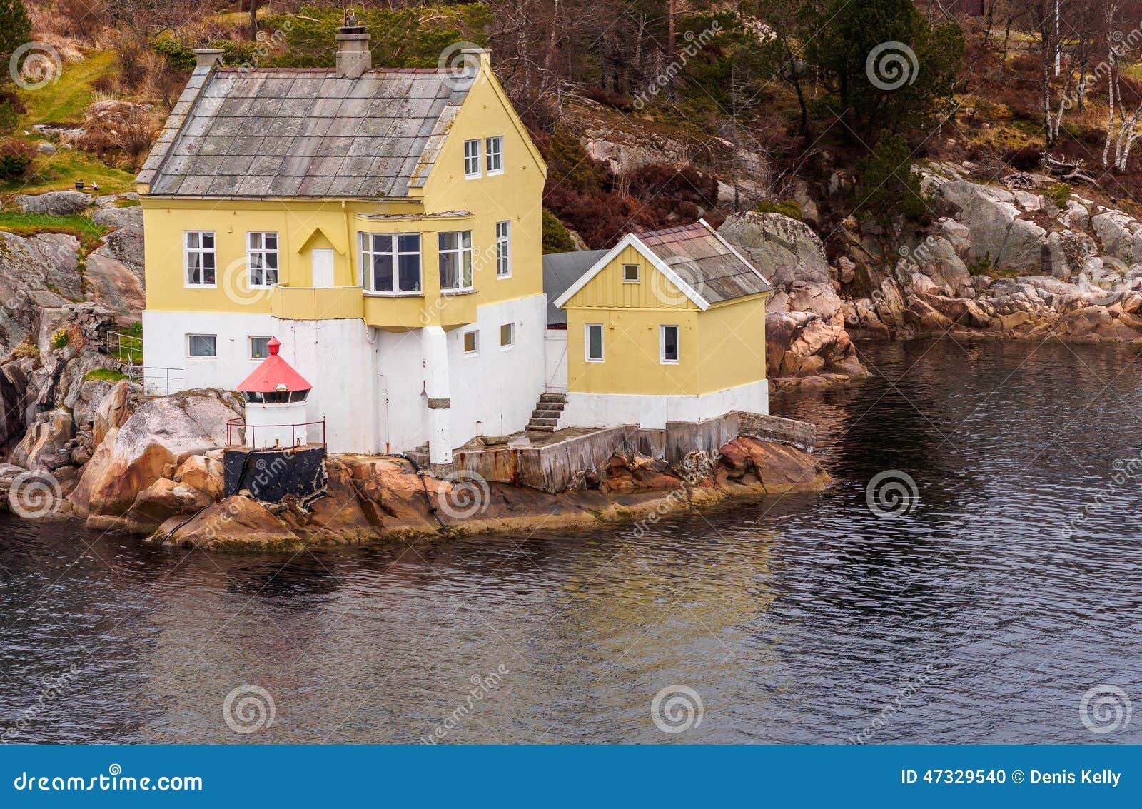 Norwegen fjord haus stockfoto bild 47329540 for Norwegen haus