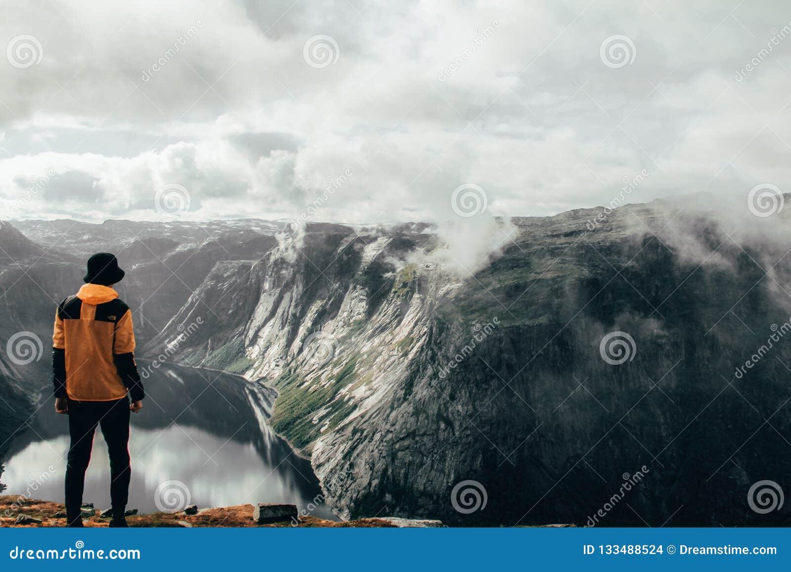 Norwegen-Fjord und -mann