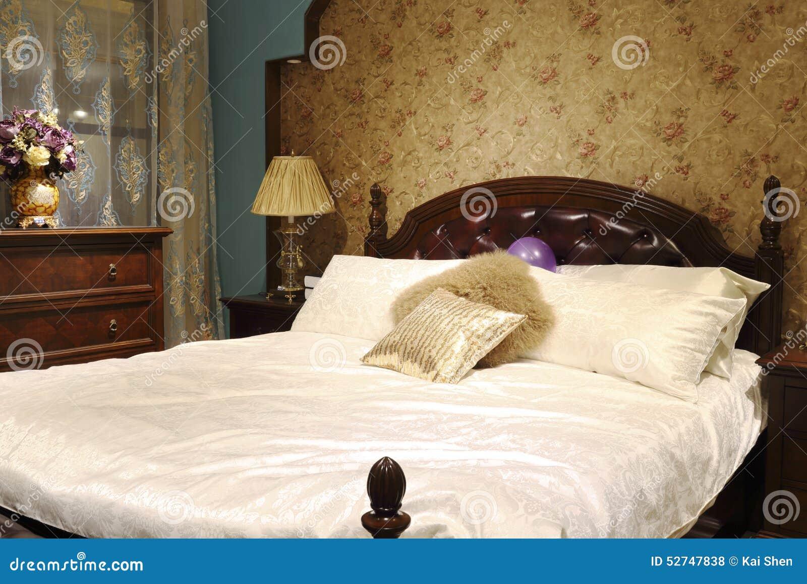 Nostalgiebett Und Kabinett Im Schlafzimmer Stockfoto Bild Von