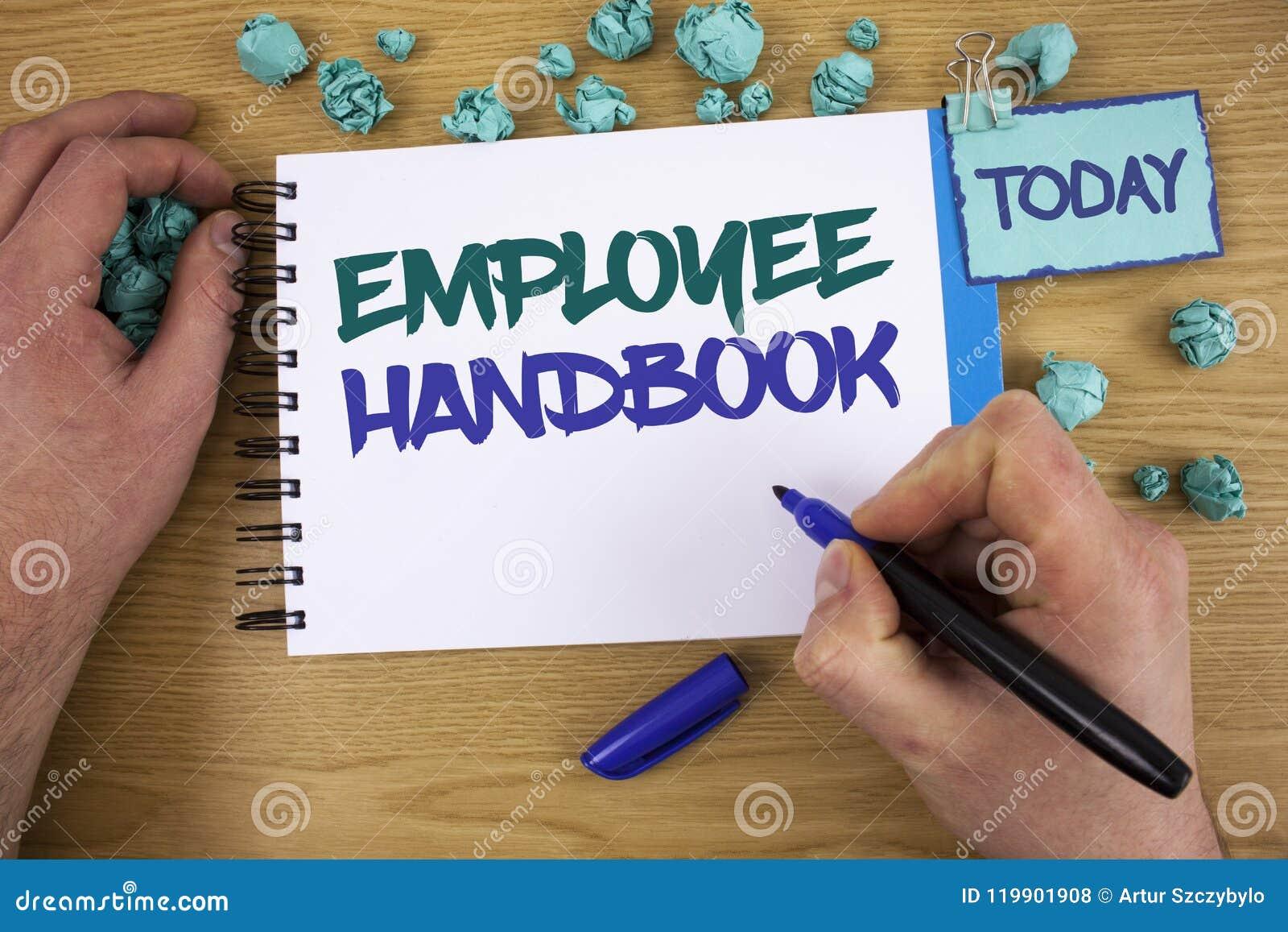 Nota da escrita que mostra o manual de empregado O original da foto do negócio que apresenta regulamentos manuais ordena o texto