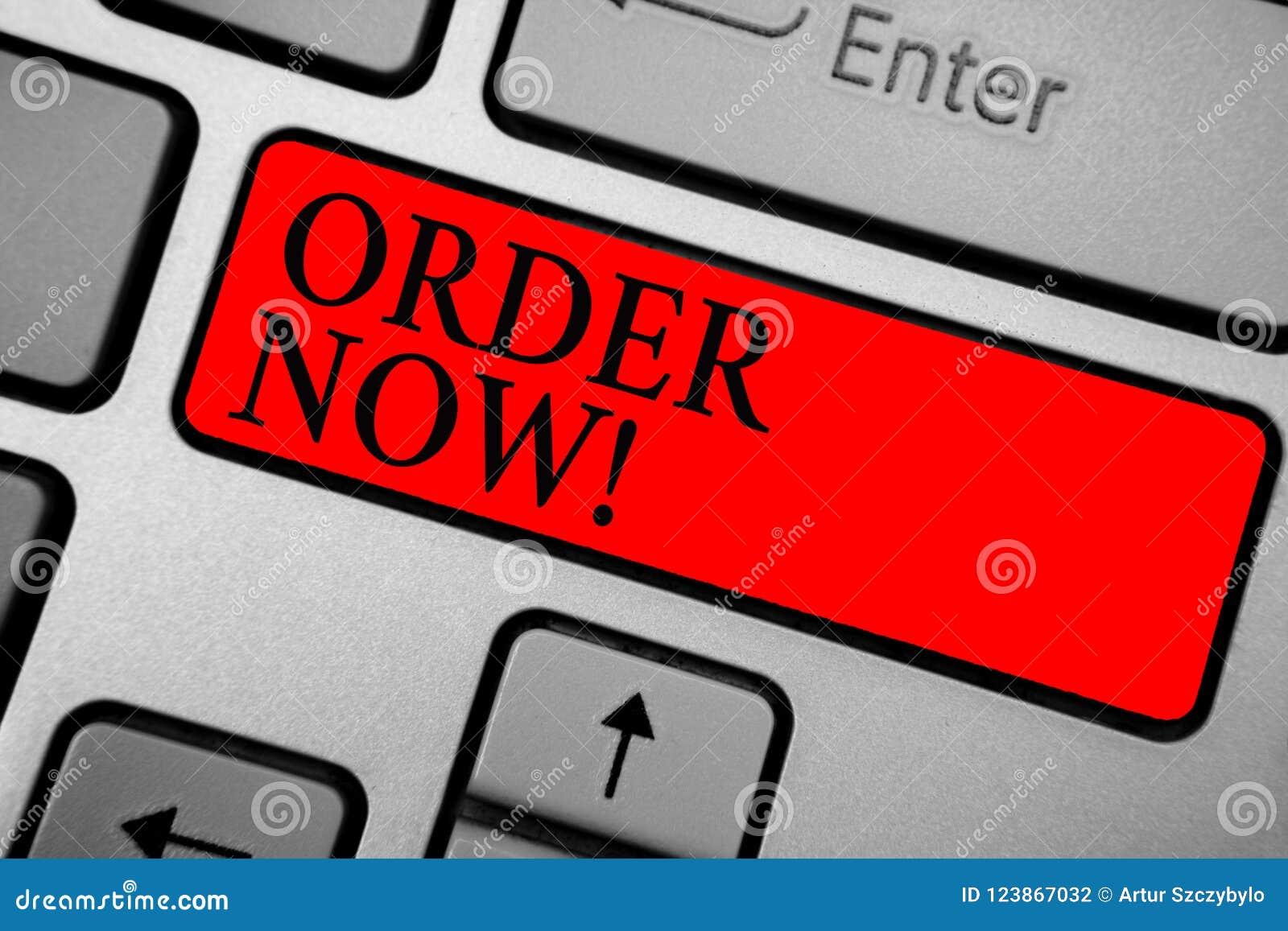 Nota da escrita que mostra a ordem agora Os restaurantes ou as lojas apresentando do serviço da foto do negócio fornecem para obt