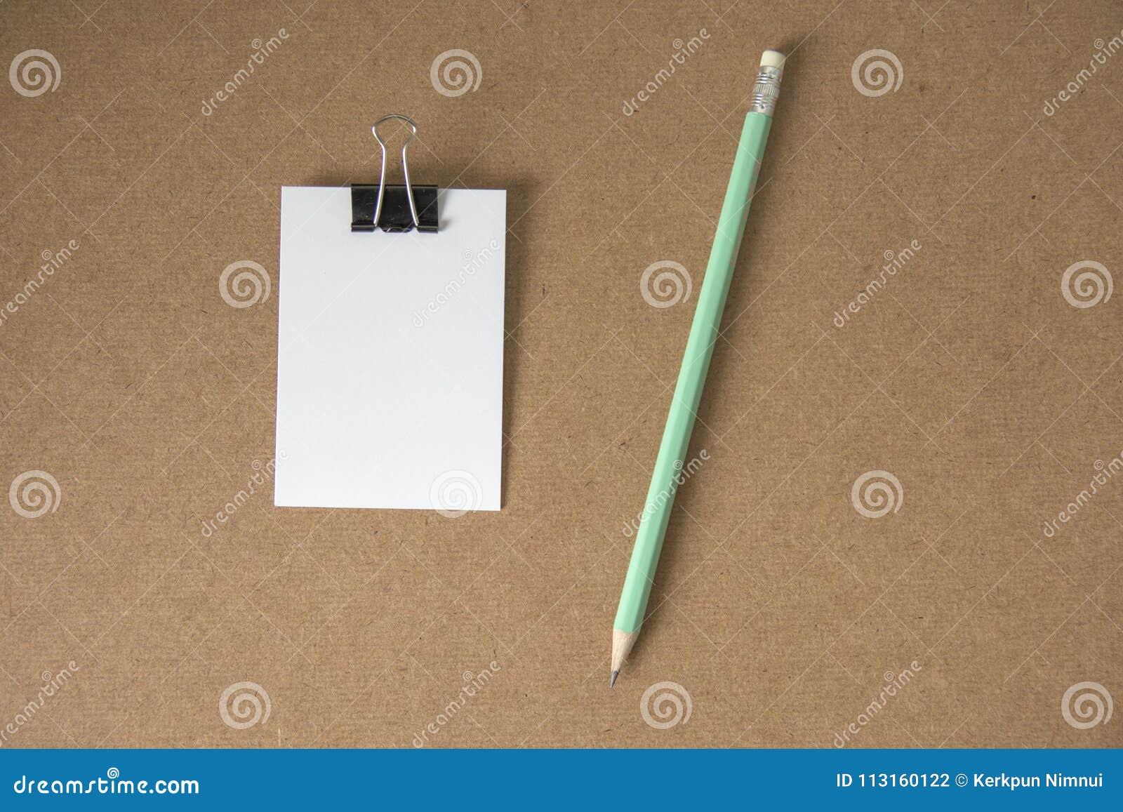 Nota da mensagem do Livro Branco com lápis