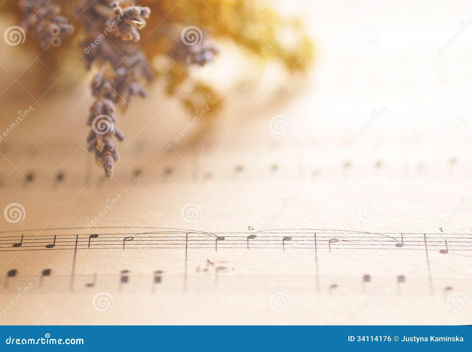 Notas de la música con las flores
