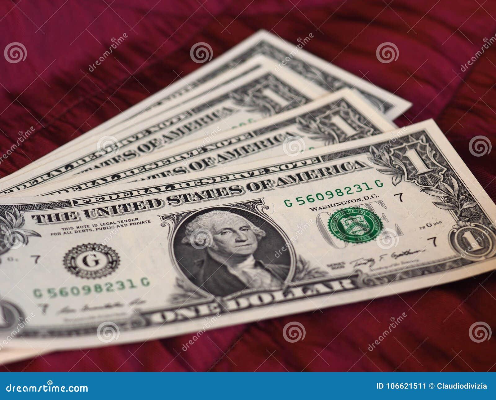 Notas de um dólar, Estados Unidos sobre o fundo vermelho de veludo