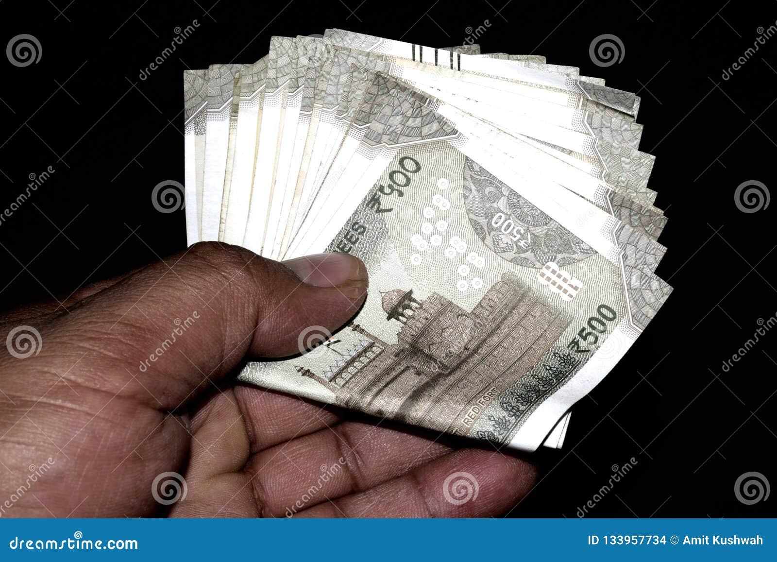 500 notas indias de la moneda