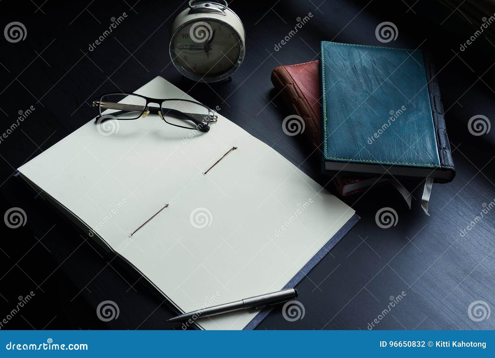 Notatnik na biurku, Opróżnia przestrzeń na notatniku dla Wchodzić do teksta