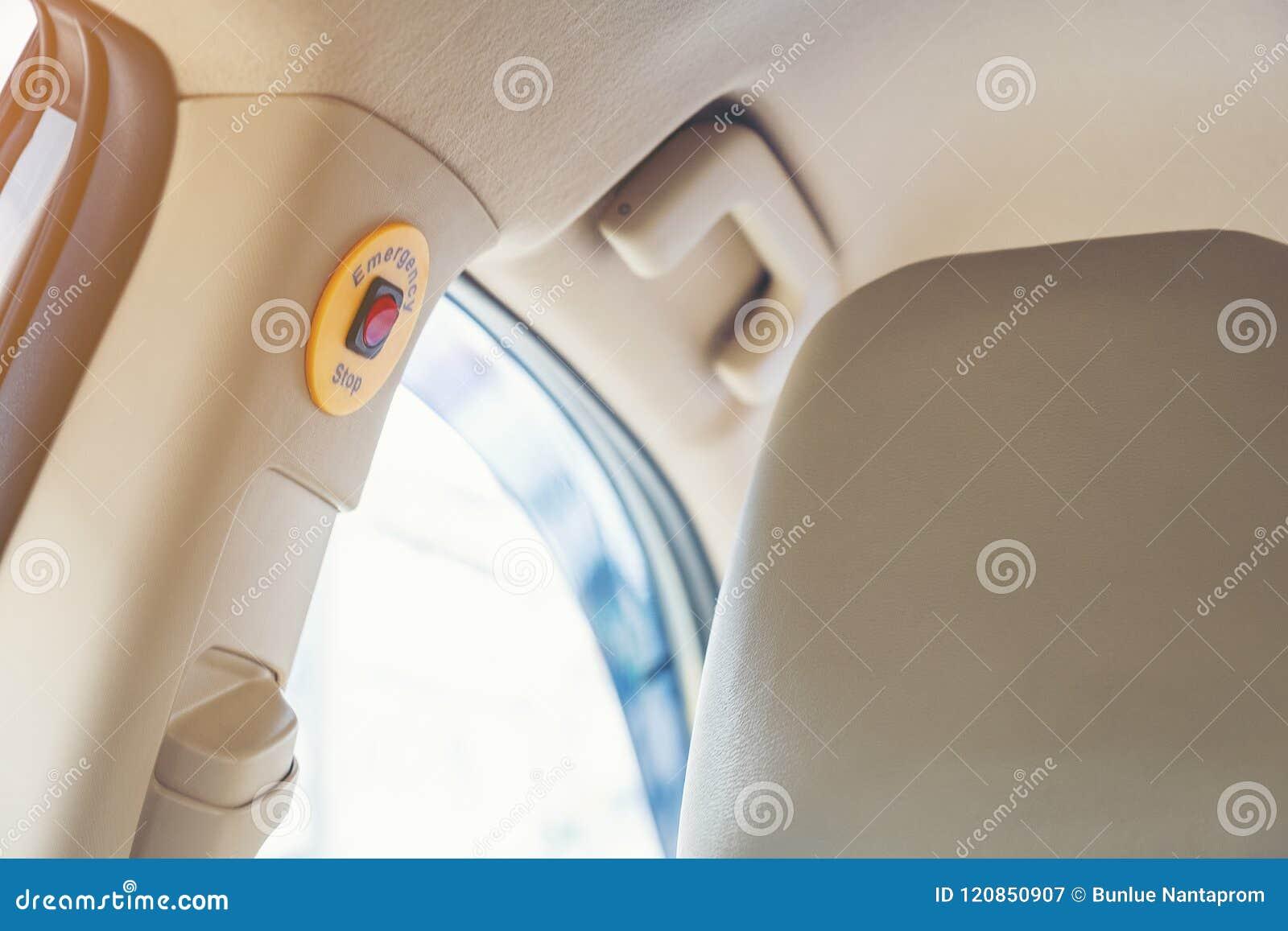Notausknopf im Taxi des grünen Lichtes für sicheren Passagier herein