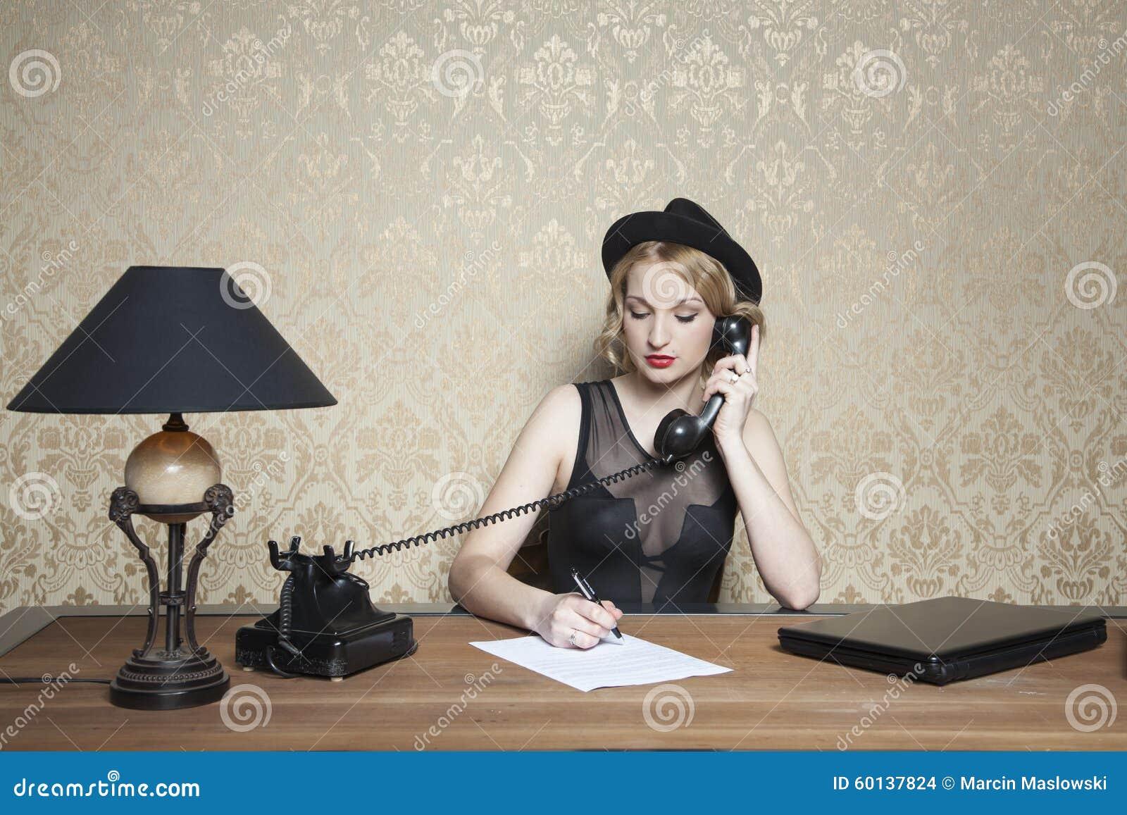 Note, appel téléphonique et un foyer complet