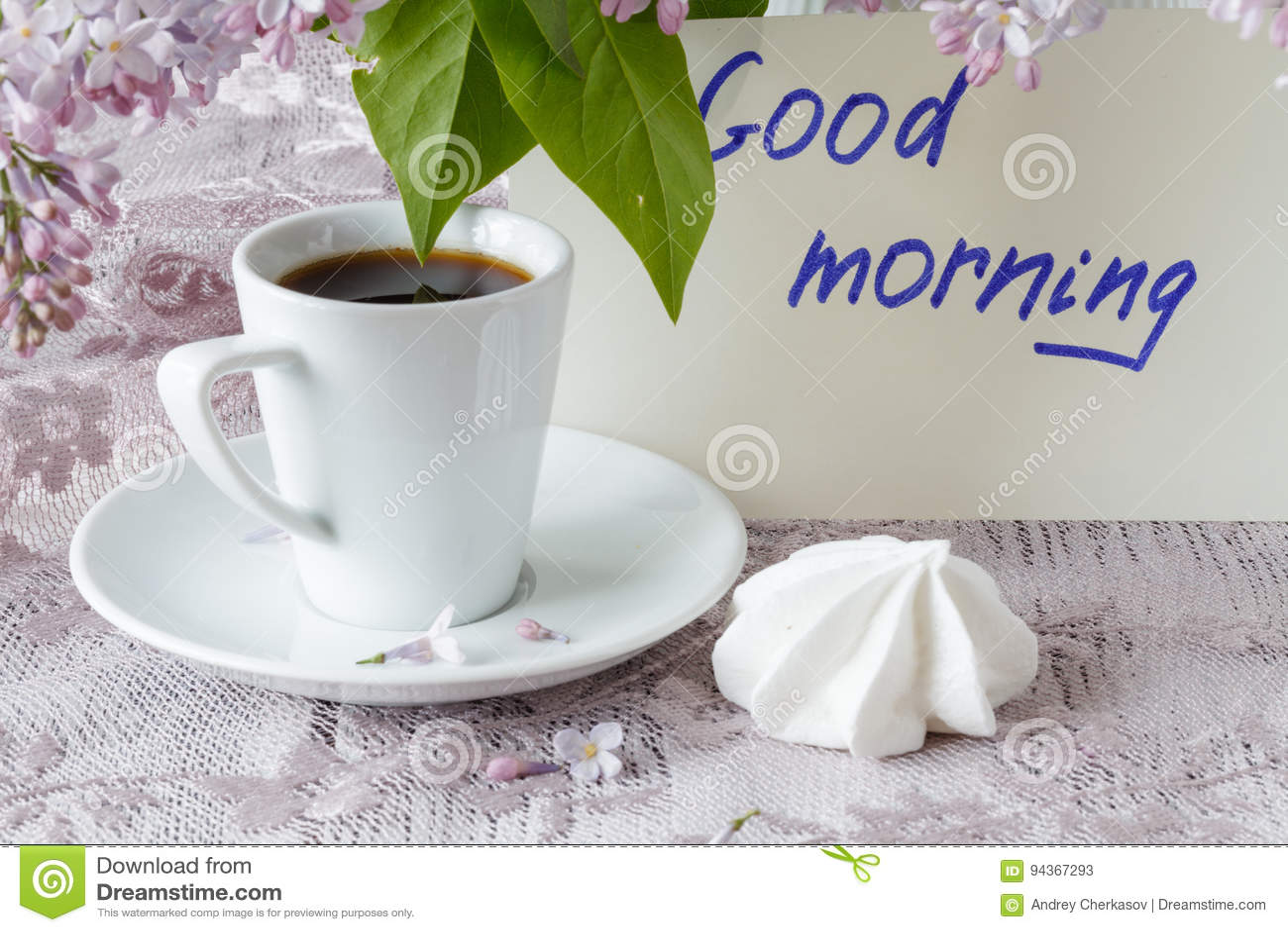 Note Bonjour Tasse De Café Et Fleurs De Liliac Image Stock