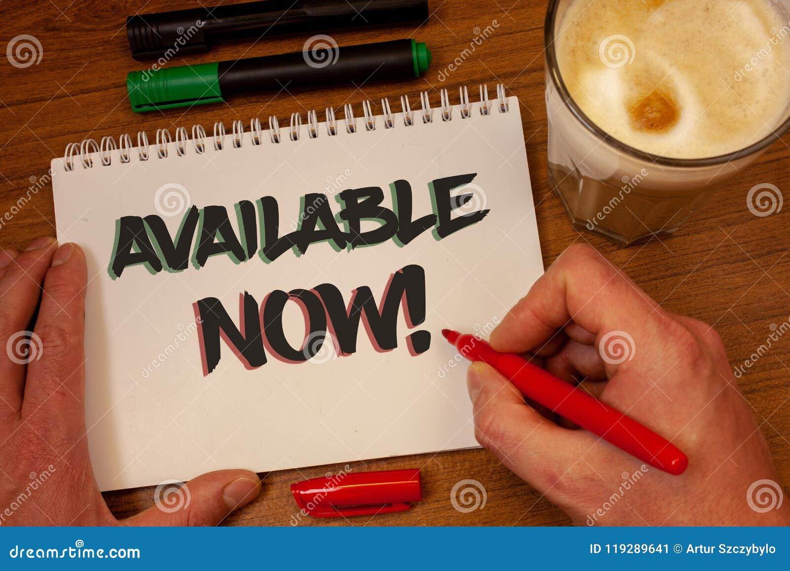 Note d écriture montrant maintenant l appel de motivation disponible Photos d affaires présentant la disponibilité des produits d