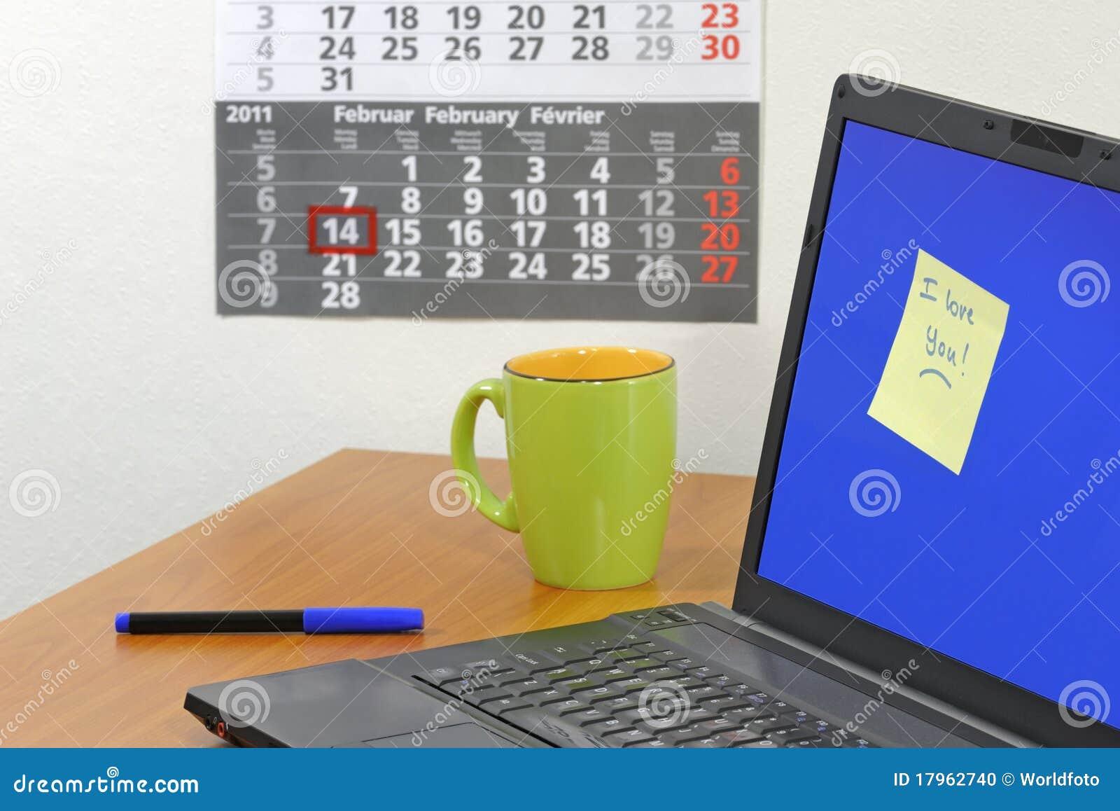 Note d amour sur l écran d ordinateur photo stock image du écran