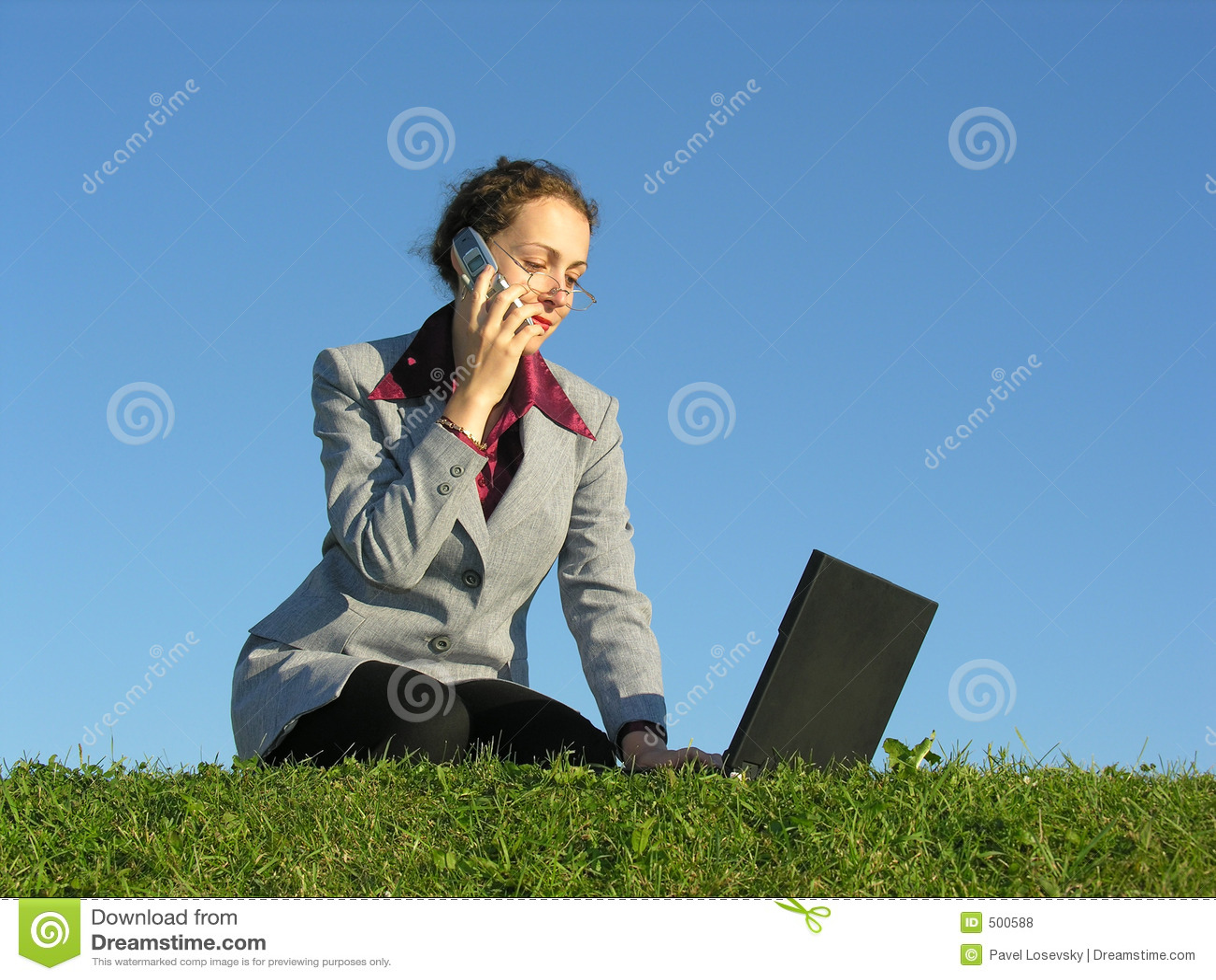 Noteboocktelefonkvinna