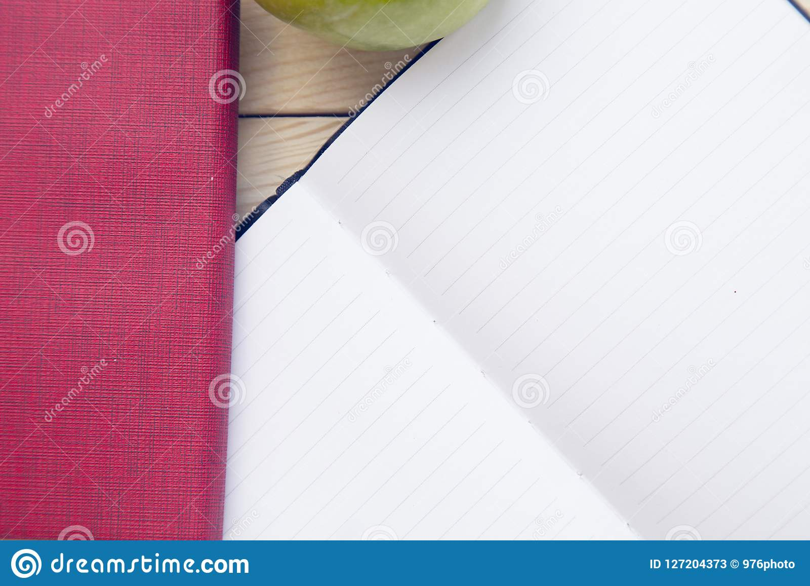 Notepad z ołówkami i colorfull markierami