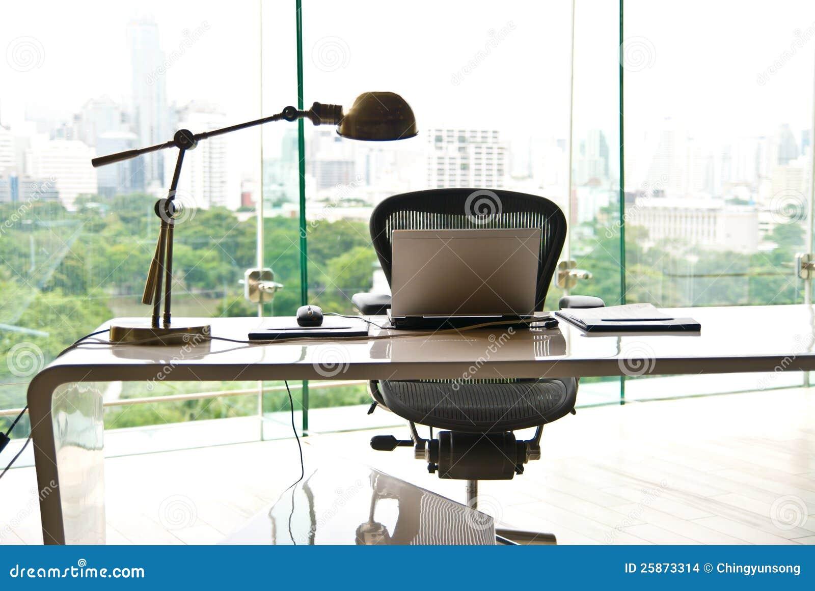 Notitieboekje op een bureau op modern kantoor stock afbeeldingen afbeelding 25873314 - Moderne kantoorbureaus ...