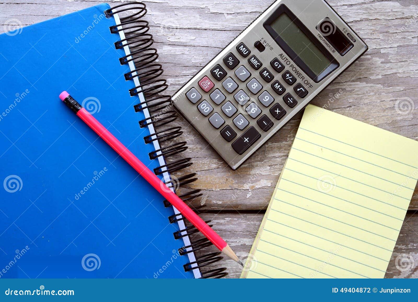 Download Notizblock, Notizbuch, Taschenrechner Und Ein Bunter Bleistift Stockfoto - Bild von büro, seite: 49404872