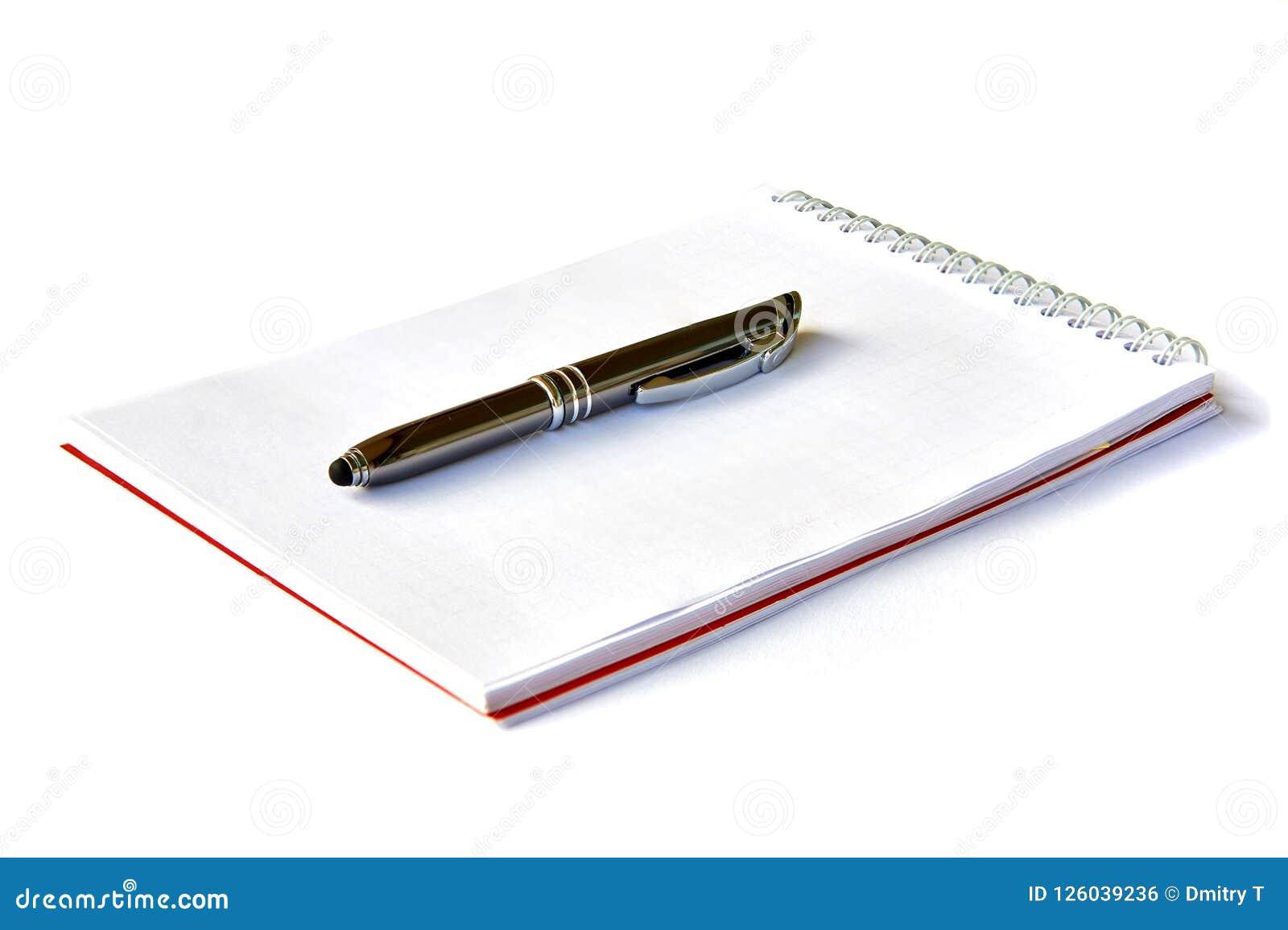 Notizbuch mit der Feder getrennt Schulnotizbuch Leeres Notizbuchpapier für Text mit Stift auf weißem Hintergrund